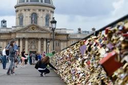Мосты Парижа решено очистить от «замочков любви»
