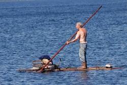 Пожилой россиянин два дня плыл на плоту из Филиппин в Тайвань