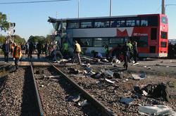 Поезд столкнулся со свадебным автобусом в Бангладеш, 10 человек погибли