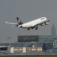 Lufthansa сегодня отменит рейсы из России