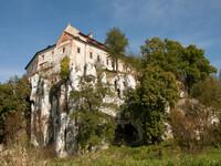 Белый монастырь черных монахов
