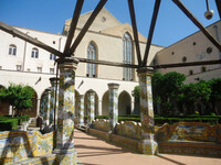 Монастырь Санта-Кьяра в центре Неаполя