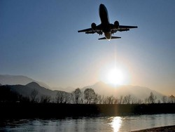 Правительство добавит авиакомпаниям ответственности за брошенных за рубежом туристов
