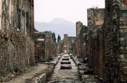 Последние дни Помпеи: в легендарном городе обрушились стены