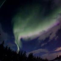 Фотограф заснял на видео северное сияние в Апатитах