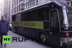 На улицы Нью-Йорка вышел «похмельный автобус»