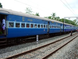 В Индии студенты погибли при попытке сделать селфи на фоне приближающегося поезда