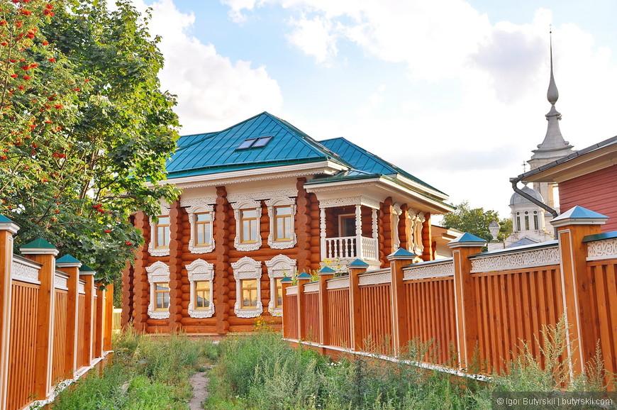 20. Здание новое, но построено в русском стиле. Очень красиво.