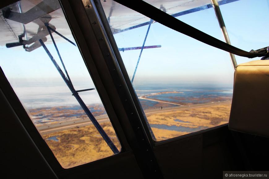Разогнались и поднялись в небо! Под нами оказался целый Кронштадт. Взлетать было волнительно, самолетик покачивало из стороны в сторону.