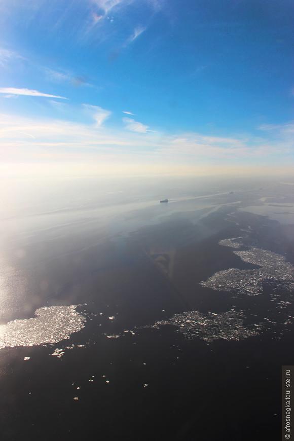 Несмотря на то, что Финский залив еще не до конца распрощался со льдами, движение судов уже открыто.