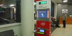 В аэропорту Шереметьево теперь есть стойки, на которых можно подзаряжать телефоны