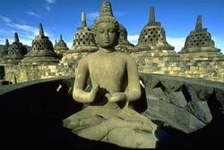 Посетителей индонезийских храмов будут одевать