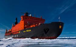 Атомный ледоход увез туристов на Северный полюс