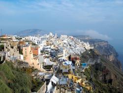 Поток туристов из России в Грецию сократился на 62%