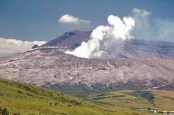 В Японии извергается крупнейший в стране вулкан Асо