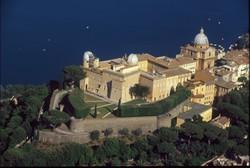 Отныне туристы могут посетить дворец Папы римского