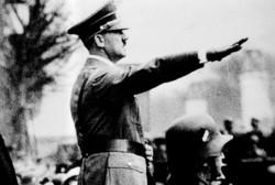 Туриста в Берлине арестовали за нацистское приветствие