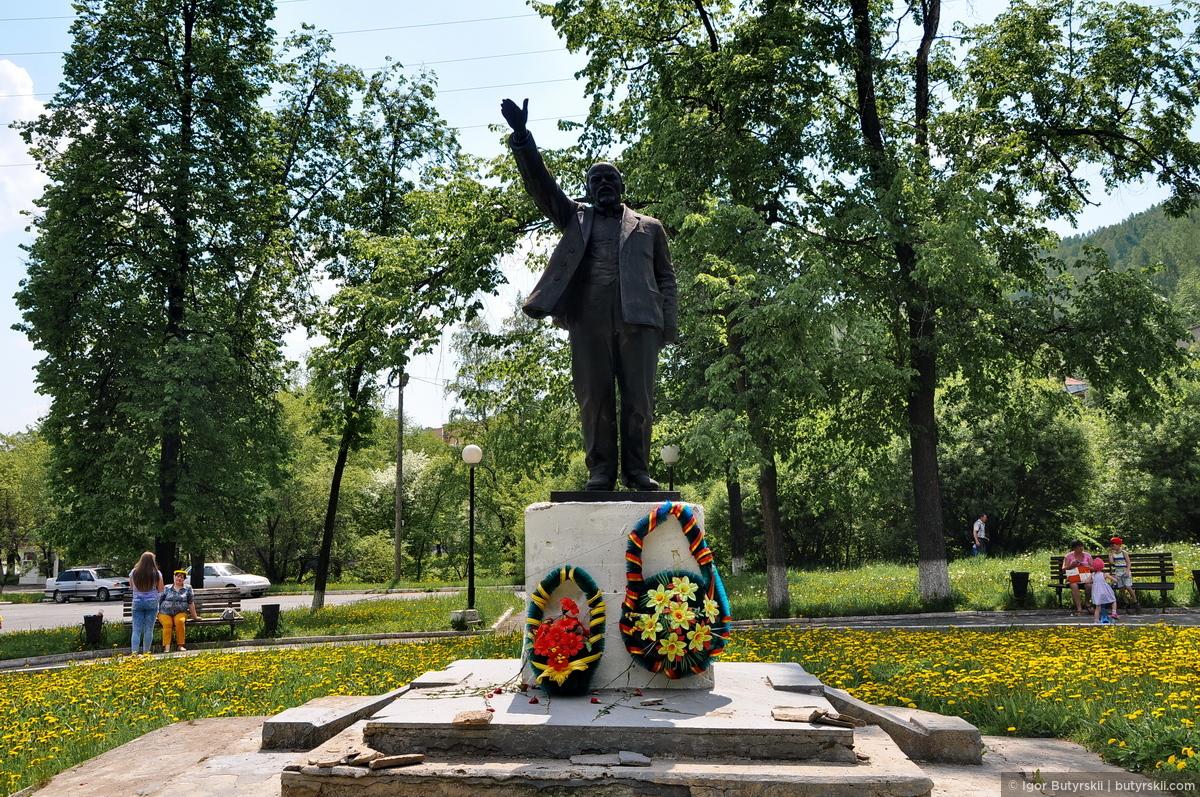 Памятники на могилу в ижевске цены фото Мемориальный комплекс из малинового кварцита и гранитов Белорецк
