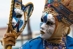 На Венецианском карнавале будут требовать снимать маски