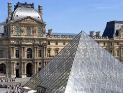 Почти все туристические объекты Парижа открыты для туристов