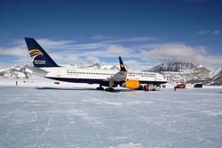 Пассажирский самолет из Исландии сел в Антарктиде