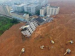 Оползень в Китае вызвало скопление мусора на свалке
