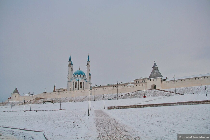 За тысячелетнюю историю облик Казанского кремля неоднократно менялся. Стены и башни, существующие в настоящее время, возводились в несколько этапов начиная с 1556 г.