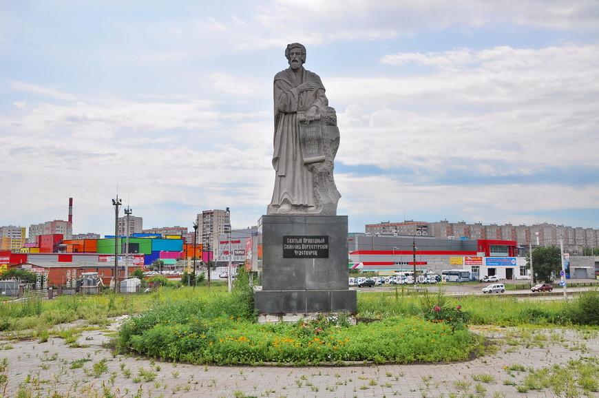 03. Комплекс, действительно, очень большой. Находится он на правом берегу города, в непосредственной близости к мосту через реку Урал. При въезде в город вы обязательно увидите его.