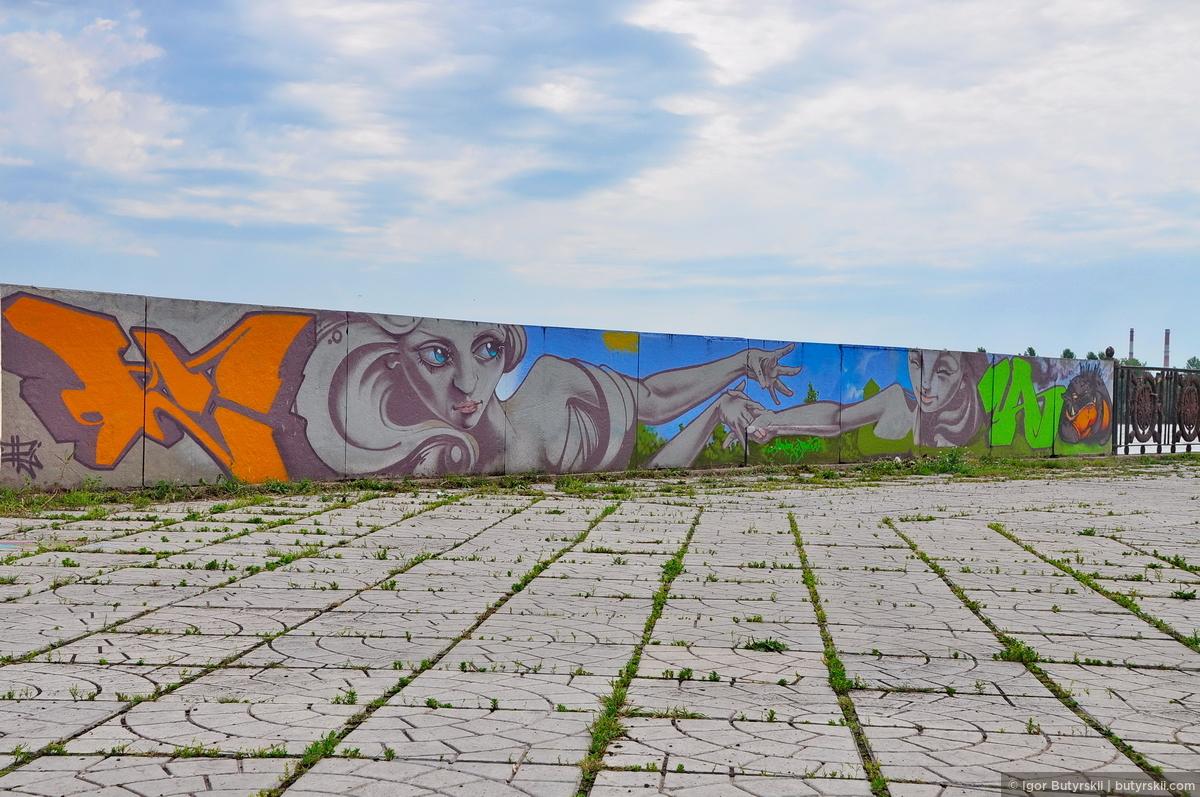 09. Набережная неухоженная, много мусора, реку не чистят. Помогает лишь то, что администрация города разрешает граффити-фестивали, и позволяет художникам украшать город., Магнитогорск
