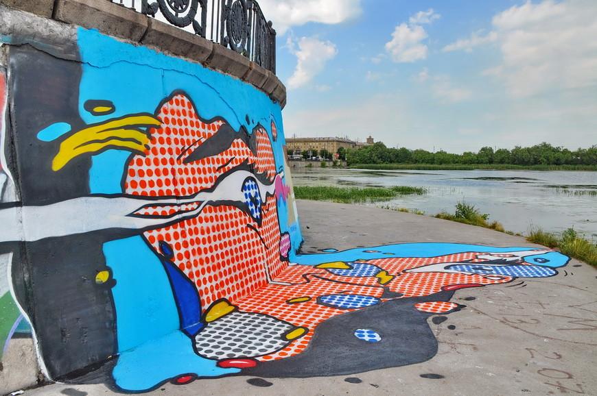 12. Пару лет назад город «отдали на растерзание» мастерам граффити. Это работа известной московской команды 310.