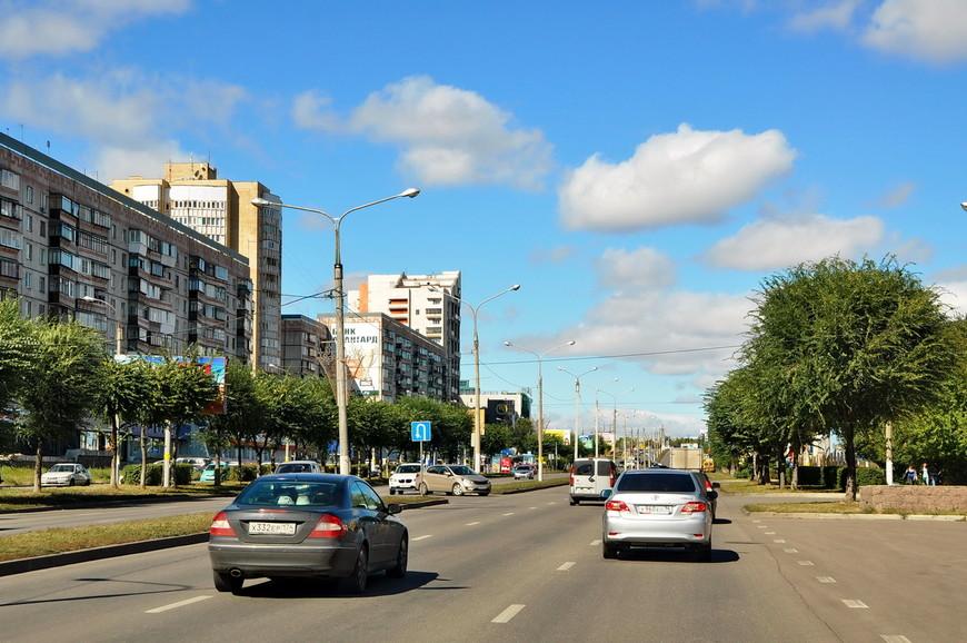 14. Центральный проспект города – проспект Ленина. Приятное озеленение.
