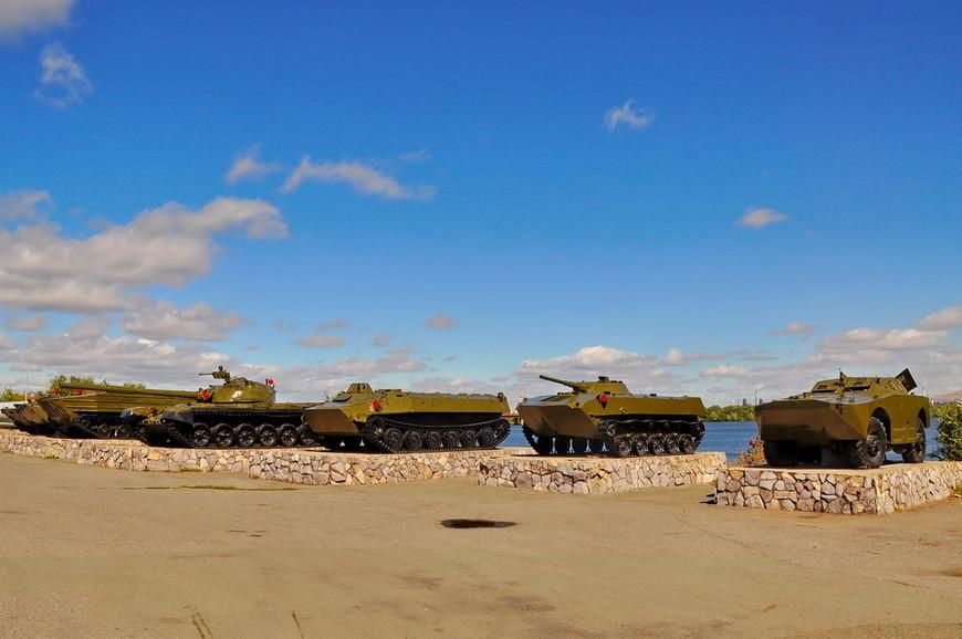 15. На базе предприятия ДОСААФ организован небольшой музей военной техники. Для тылового города это редкость, но техника содержится в отличном состоянии.