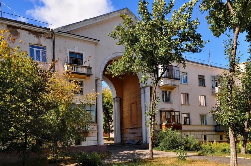 36. Монументальное строение. Арка высотой в четыре этажа, раньше больше думали над красотой, нежели практичностью.