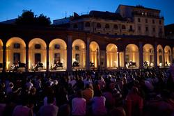 На улицах Милана расставят рояли и пианино
