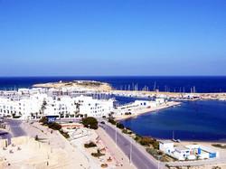 В Тунисе отменили комендантский час