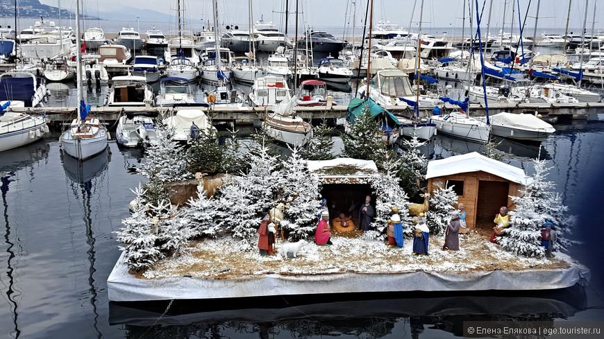 Рождественская экспозиция на воде
