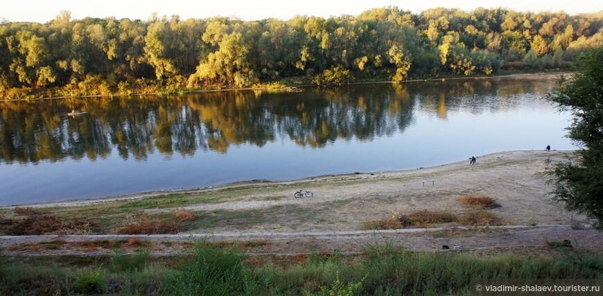 Город располагался на берегу большой судоходной реки Дон.