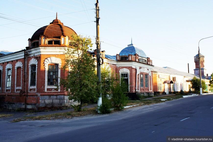 Здание бывшего салотопенного (мыловаренного) завода Меркулова. Завод формировался в середине XIX – начале XX веков.