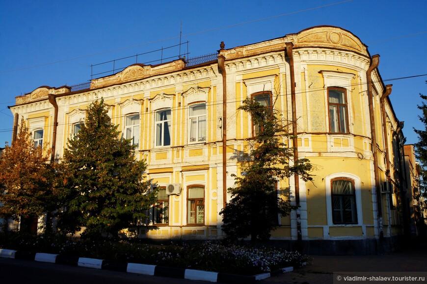 Купеческий особняк, на первом этаже которого размещалась лавка.