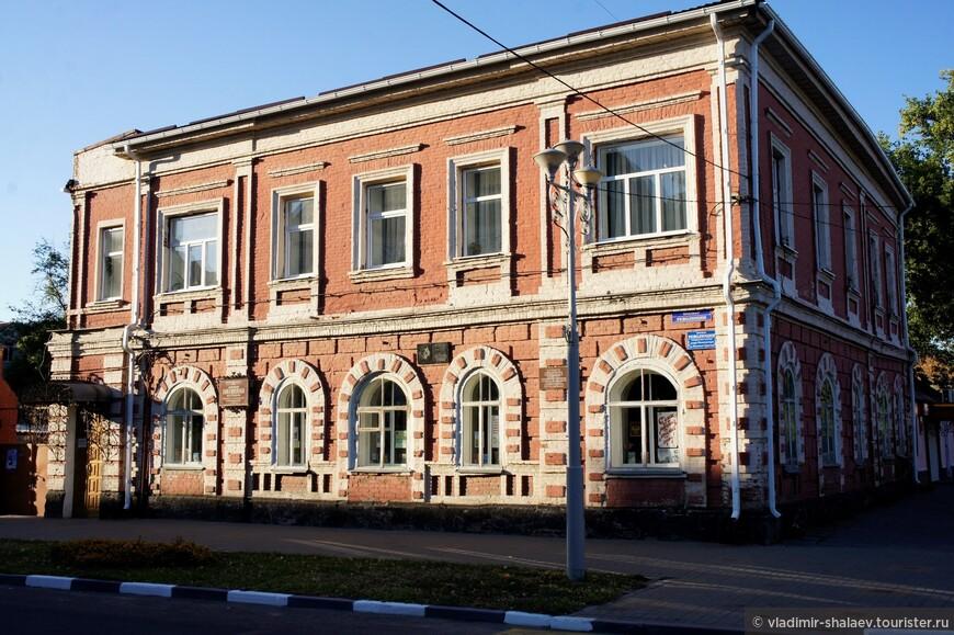Дом купца Антонова. Сейчас здесь находится библиотека имени Пушкина.