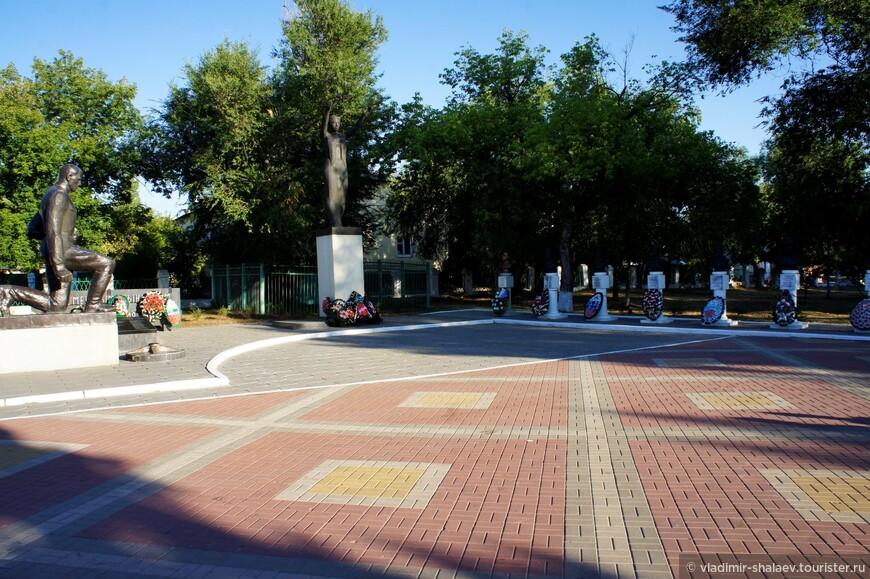 Городской парк с Мемориалом в честь погибших солдат в Первую мировую и в Великую Отечественную войны. В XVIII веке на этом месте располагалось подворье Битюцкого Троицого монастыря.