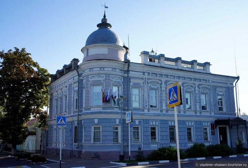 Дом городского головы купца И. М. Одинцова построен во второй половине 1890-х гг. Сейчас здесь находится городская администрация, а первый этаж занимает районный краеведческий музей.