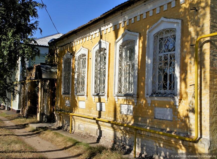 """Так называемый """"дом с магазином и воротами"""" (1899 г.) на улице Войкова."""