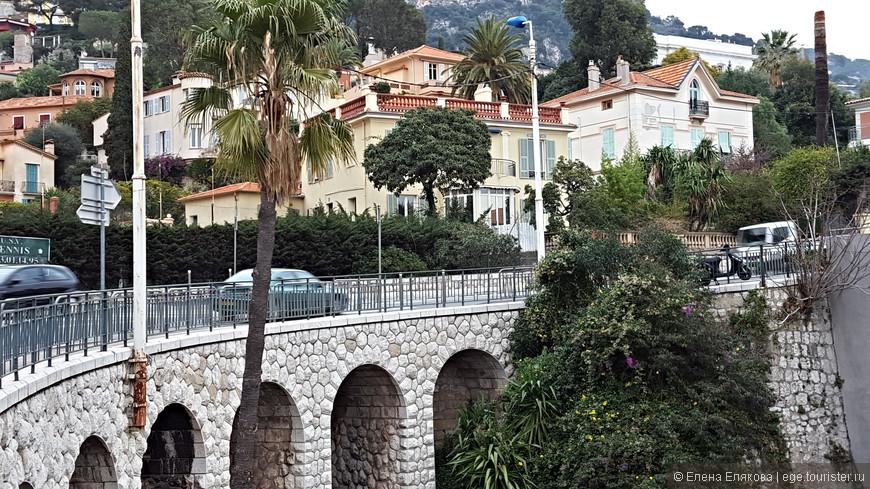 Пока ждали автобуса рассматривали этот мост
