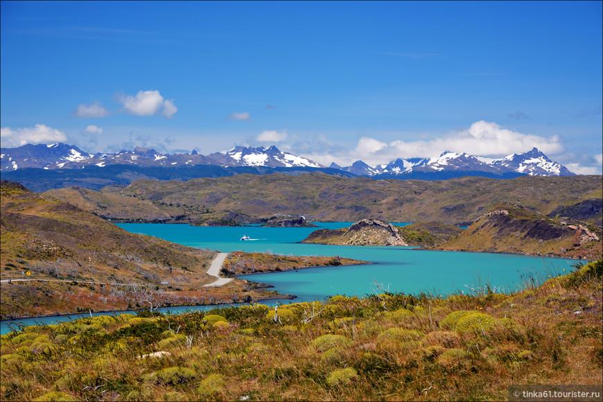 Среди горных массивов парка затеряны озера и лагуны аквамаринового, изумрудного, бирюзового и сапфирного цвета. Цветовая гамма озёр и лагуна просто роскошна.
