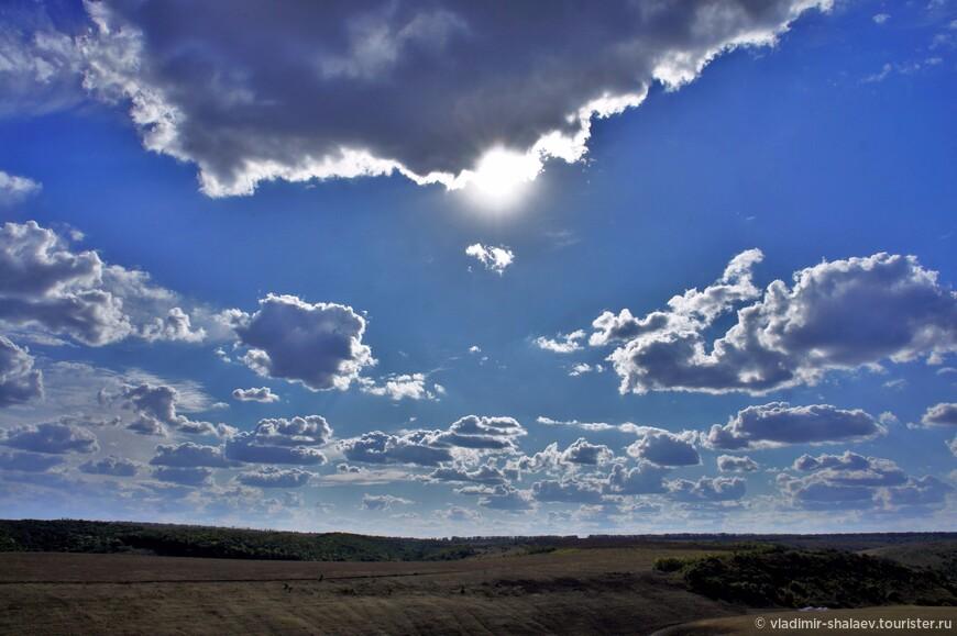 Облака закучерявились, предвещая красивый закат.