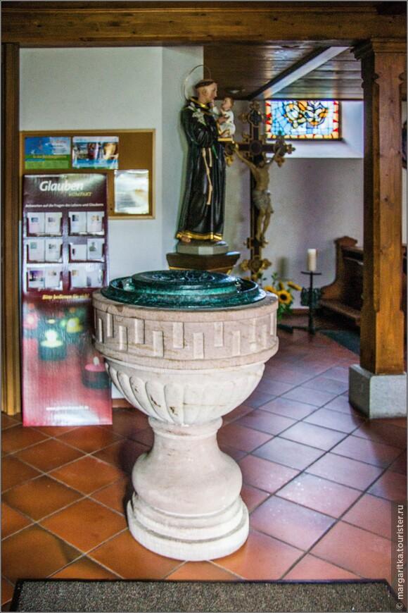 баптистерий - практически, обязательный ритуальный атрибут всех католических храмов