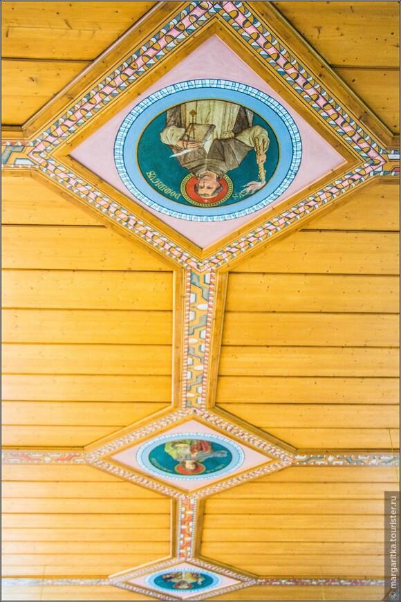 Старинный расписной по дереву потолок из принадлежит  Валентину Feuerstein (кКремень) из Некарштайнской церкви.