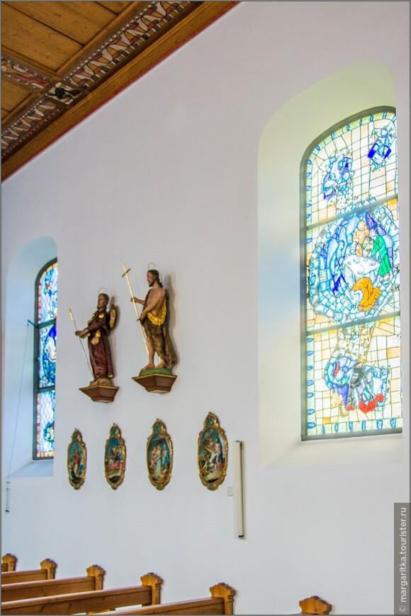 Среди художественного оформления храма Санкт Венделин в основном выделяются два направления:одно из них принадлежит художнику профессору Bellm и его жене Теа, которые хорошо узнаваемы после работы в храме Карлсруэ. Их труд  скульптуры из Крещения Иисуса.