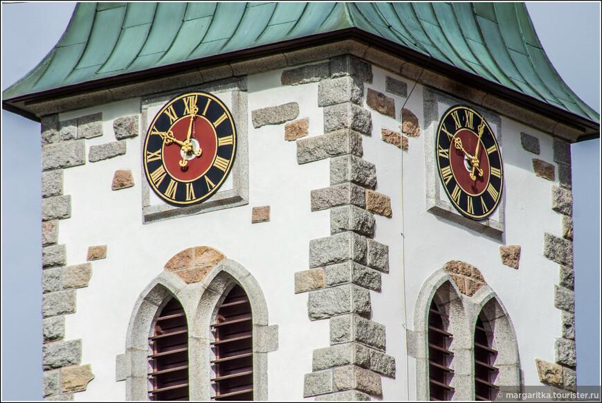 очень запоминающийся дизайн башни-колокольни в Альтгласхюттене (Altglashütten)